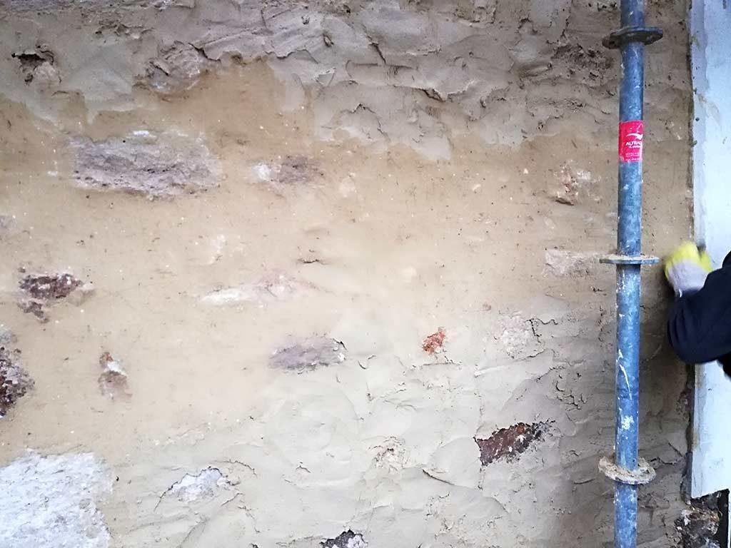 Enduits à chaud - Restauration d'un mur par MPR