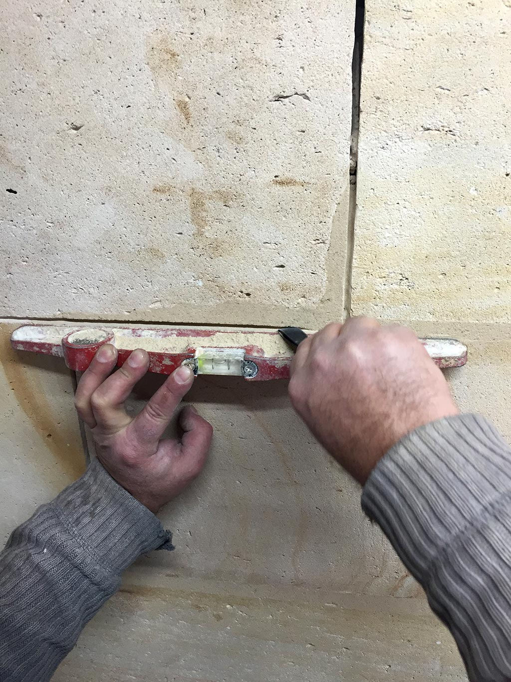 Réfection de joints sur un mur - MPR